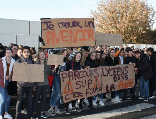 Vidéo. Bordeaux : des lycées de deux établissements en grève