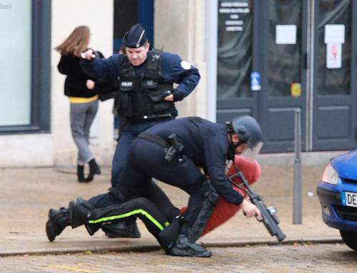 Rue 89 : A Bordeaux, la manif des lycéens violemment dispersée par la police